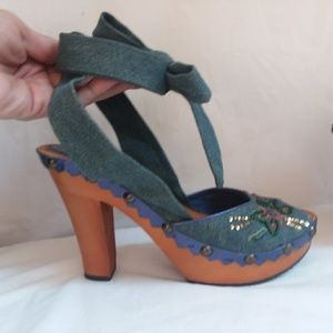 Report denim/embroidered strappy heels size 7